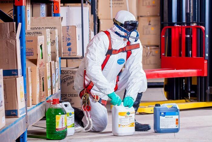 Arbeit-mit-Chemikalien