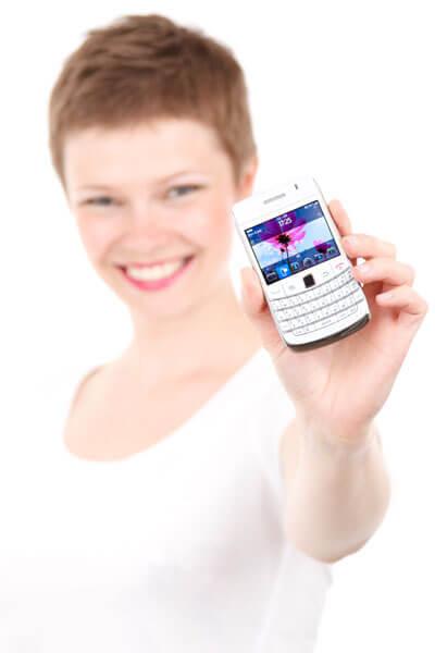 Frau-mit-Handy_klein