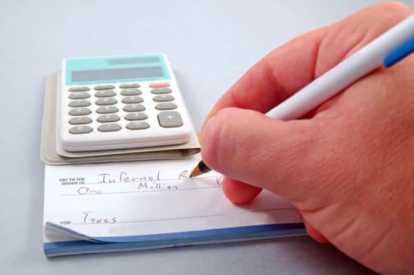 Scheck-unterschreiben_klein