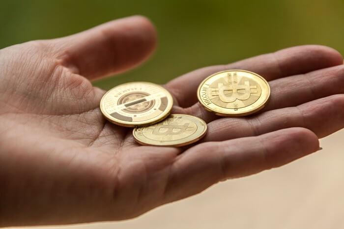 bitcoin-hand-klein
