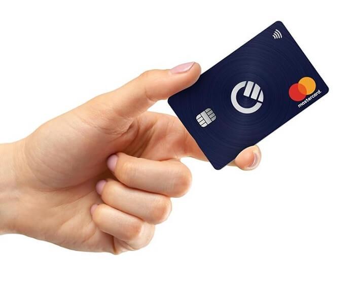 curve-mastercard-hand