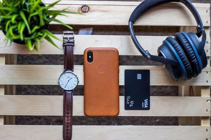 debitvisa-iphone-armbanduhr-kopfhoerer