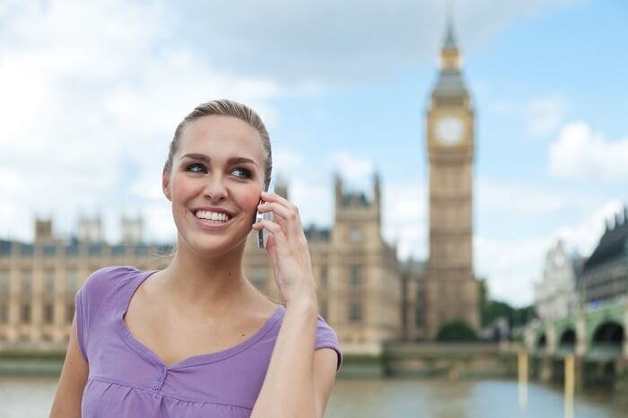 frau-smartphone-london