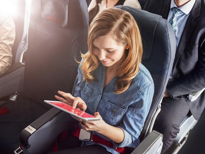 frau-tablet-airberlinwebseite-klein
