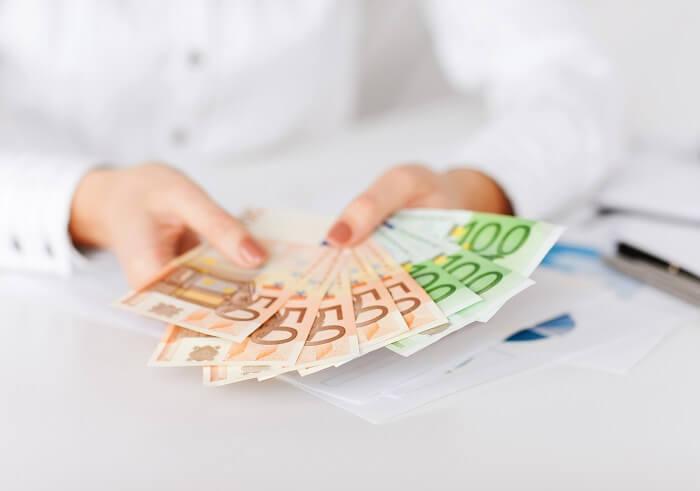 geld-in-haenden-klein