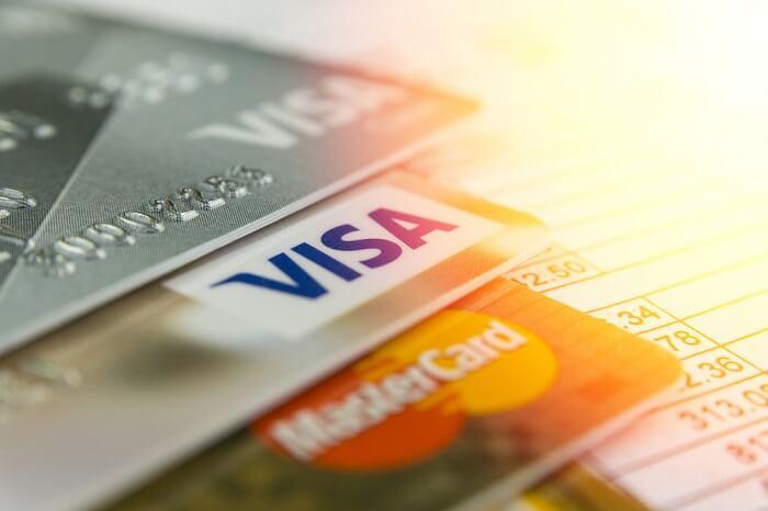 gestapelte-kreditkarten