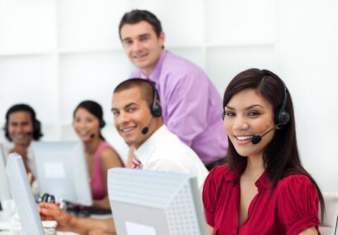 hotline-mitarbeiter-headsets