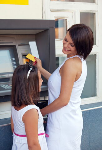 kreditkarte-geldautomat