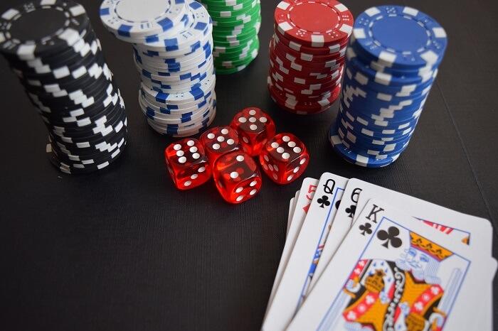 spielkarten-spielchips-casino-klein